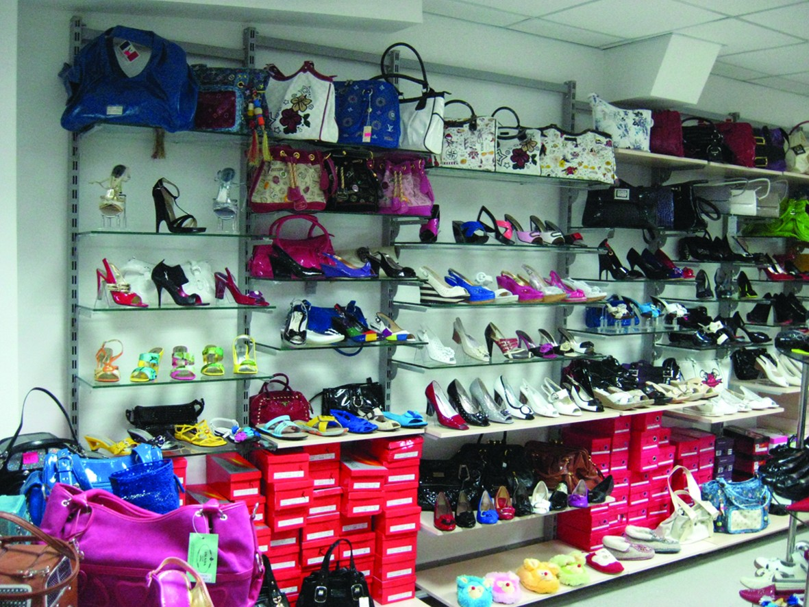 Магазин: Мужская и женская обувь. Адрес: г. Донецк, ТЦ Континент&quo